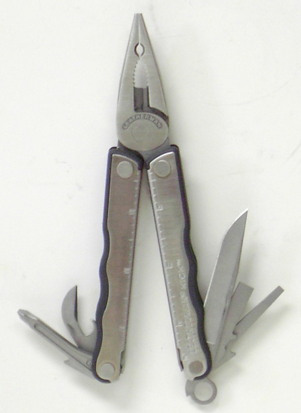 leatherman Kick, cap crimper.jpg